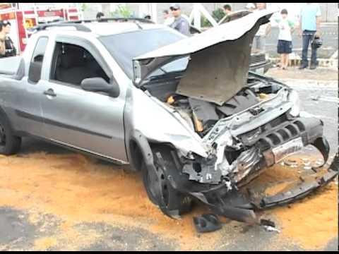 Acidente no bairro Pacaembu deixa duas pessoas em estado grave