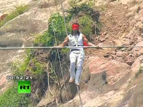 Traspié de un equilibrista chino a 200 metros de altura