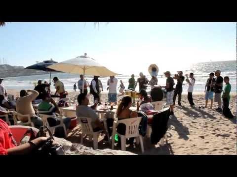 Banda en playa de Mazatlan