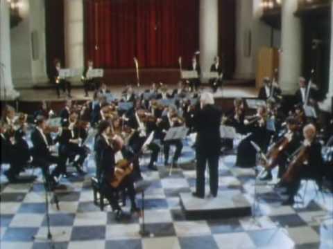 Julian Bream plays Concierto de Aranjuez by Joaquin Rodrigo (Part 2)