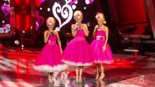 Carrie Underwood Christina Applegate And Kristin Chenoweth 60 39 S Songs An All Star Holiday Special