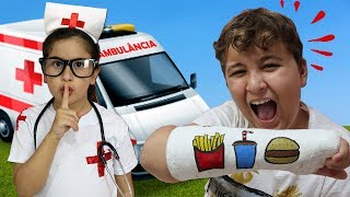 Maria Clara finge ser médica e salva o JP ♥ Pretend Play With Doctor