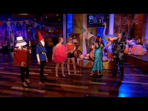 Jane Lynch Improvs with the Audience
