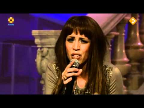 Glennis Grace zingt 'They don't play our lovesong'  in De Beste Zangers van Nederland