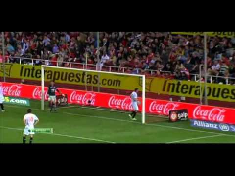 Xavi Hernandez great free kick Sevilla vs. Barcelona / Estadio Sanchez Pizjuan / 17/03/2012 /