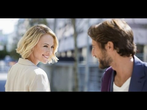 How to flirt: How to go from friendly to flirting in less than 60 seconds!