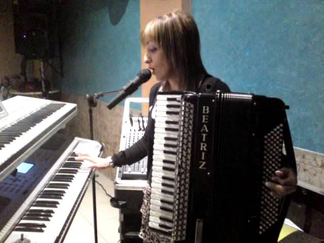 beatriz y su acordeon 6 11 2011