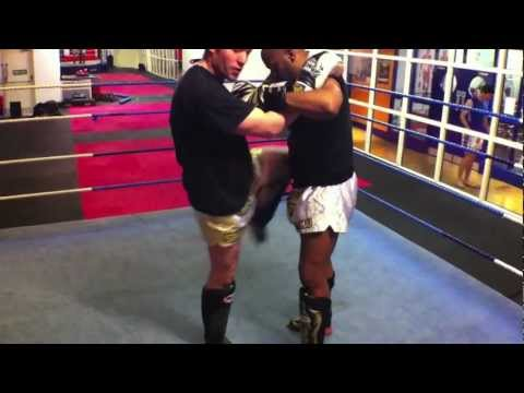 Muay Thai Minute- Off balance with continuation -Muay Thai Techniques Image 1