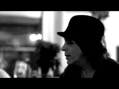 Waterboys - She Tried To Hold Me