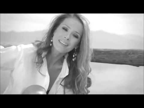 Karolina Goceva - Toj (official video)