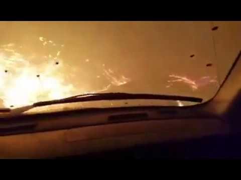 desesperada huida de una familia en medio de un feroz incendio