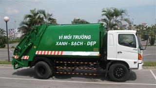 Khổng lồ xanh hoạt hình lái xe ô tô chở rác