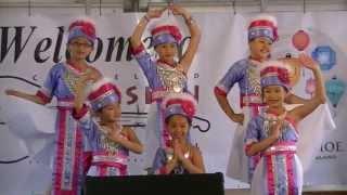 Young Hmong girls traditional Dance
