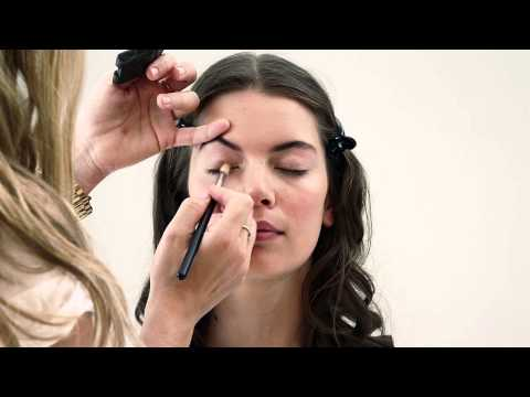 Club's beauty editor Lameez Hendricks shares some of the season's hottest make-up tips and trends as seen on the runway! Website: http://www.edgarsclub.co.za Twitter: http://www.twitter.com/edgars...