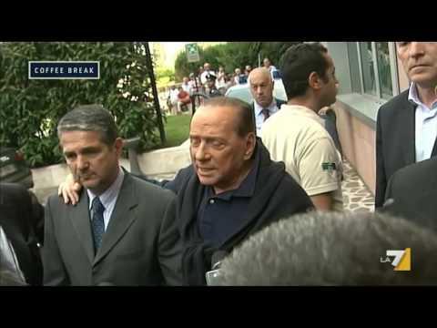 Silvio Berlusconi esce dal S. Raffaele: 'È stata una prova molto dolorosa'