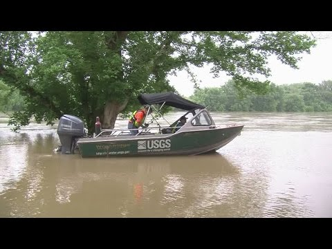 USGS hydrologists study Wabash River in Tippecanoe County