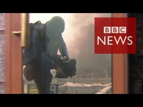 Under sniper fire in Ukraine uprising - BBC News
