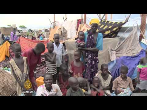 Women and children flee violence in South Sudan