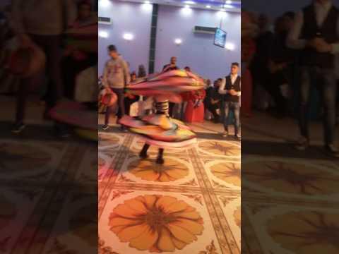 طفل صغير بيرقص رقص مصري (الافراح) الجزء الأول thumbnail