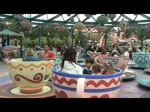 Disneyland Paris (R) - Mad Hatter's Tea Cups