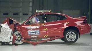 1999 Pontiac Grand Am moderate overlap IIHS crash test