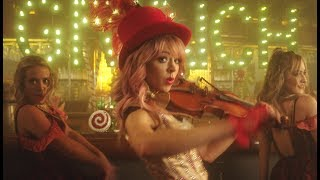 Клип Lindsey Stirling - You're A Mean One, Mr. Grinch ft. Sabrina Carpenter