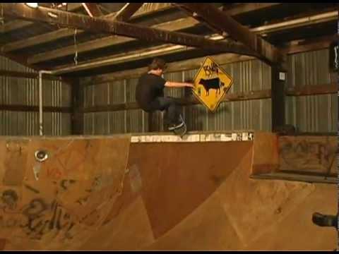 SKATEBOARDING - BEN HATCHELL - FAKIE BIGSPIN BLUNT KICKFLIP