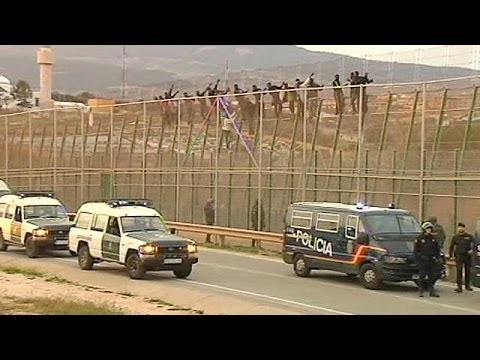 Spain: 200 migrants cross into Melilla from Morocco - no comment