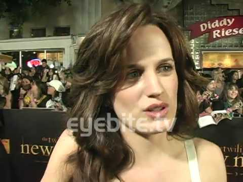 Elizabeth Reaser: Nikki is my rock at the TWILIGHT SAGA NEW MOON Premiere Video