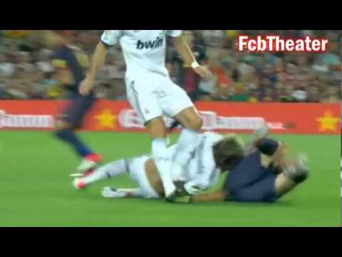 Lionel Messi Vs Fabio Coentrao - Wrestling