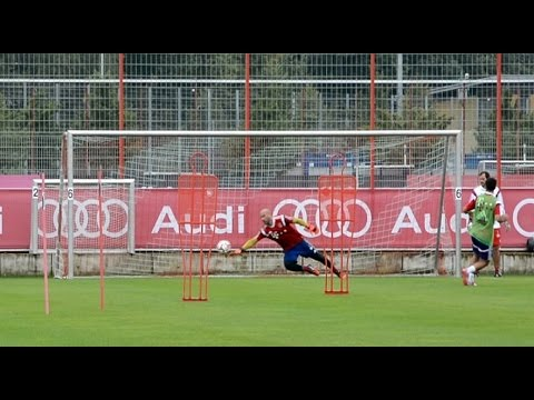 First goalkeeper training of Pepe Reina at FC Bayern Munich - nice saves