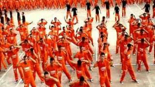 Thumb Los presos filipinos ahora bailan Queen