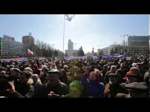 Thousands gather for pro-Russian rally in Donetsk