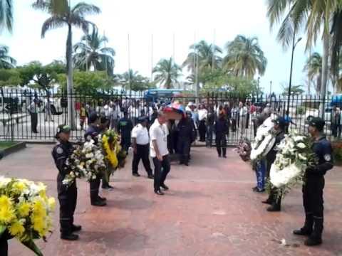 Emotiva llegada del féretro del Comandante Chain a la Gobernación del Magdalena