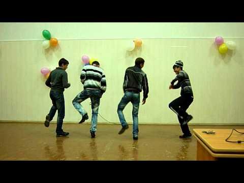 Танцуют студенты 1 курса техфака