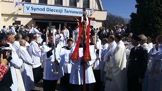 Inauguracja V Synodu Diecezji Tarnowskiej - Sanktuarium Matki Bożej Fatimskiej, procesja