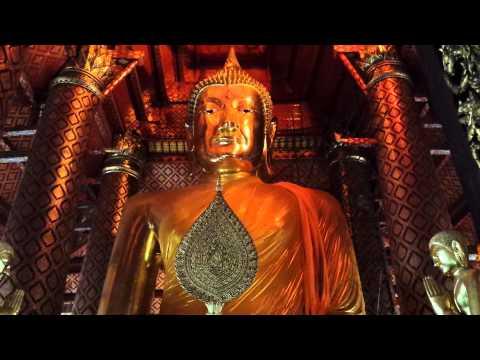 Ayutthaya Temple, dressing the Buddha 2/2