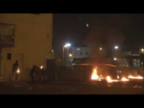 Bahrain: Violent clashes between angry protesters riot police in Sitra 28-11-2014