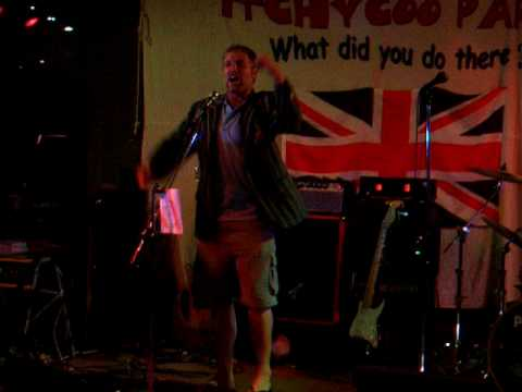 Barmy Army in Napier - Dougie sings the Jesse Ryder song