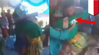Video viral pria peluk mantan di pernikahannya - TomoNews