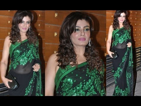 Raveena Tandon Navel light show in Transparent Saree