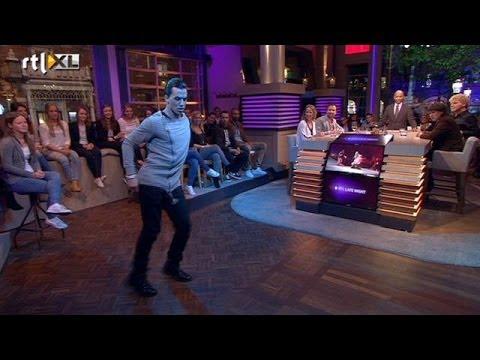 Timor Steffens heupwiegt publiek in vervoering - RTL LATE NIGHT