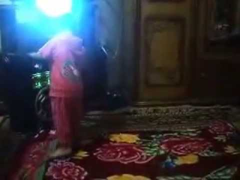 رقص اصغر طفل مصرى على اغنيه اغنية شيكو مش هقوم شعبى thumbnail