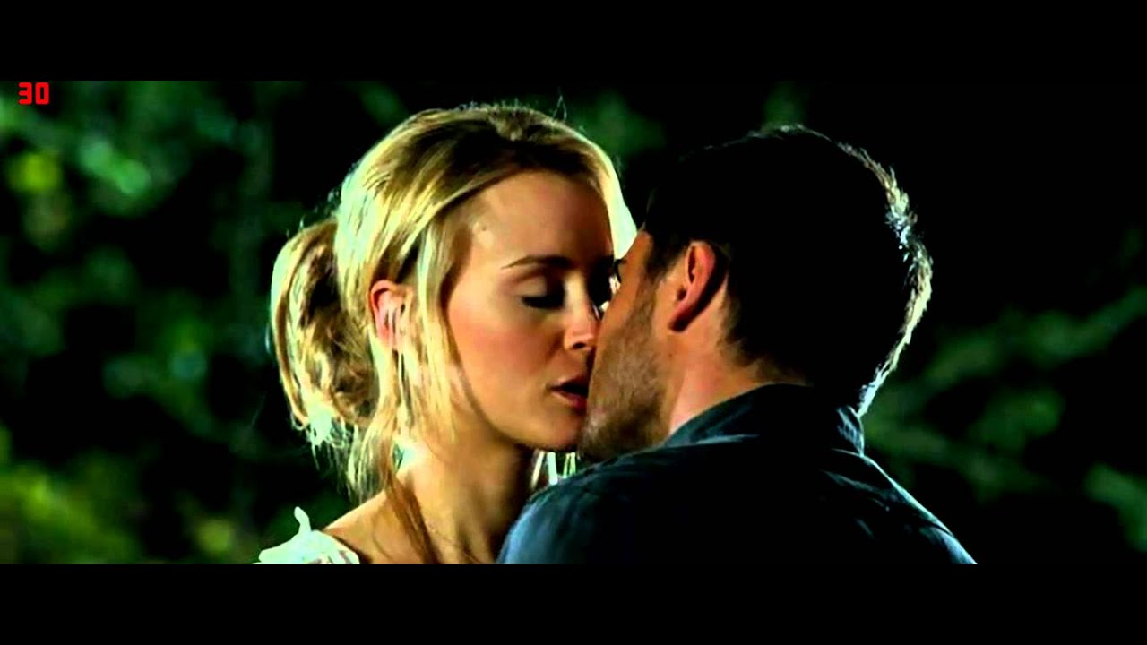 Zac Efron And Taylor Schilling Kissing