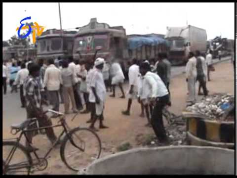 Police Lathi Charge In Formers Protesting Power Cut In Telangana