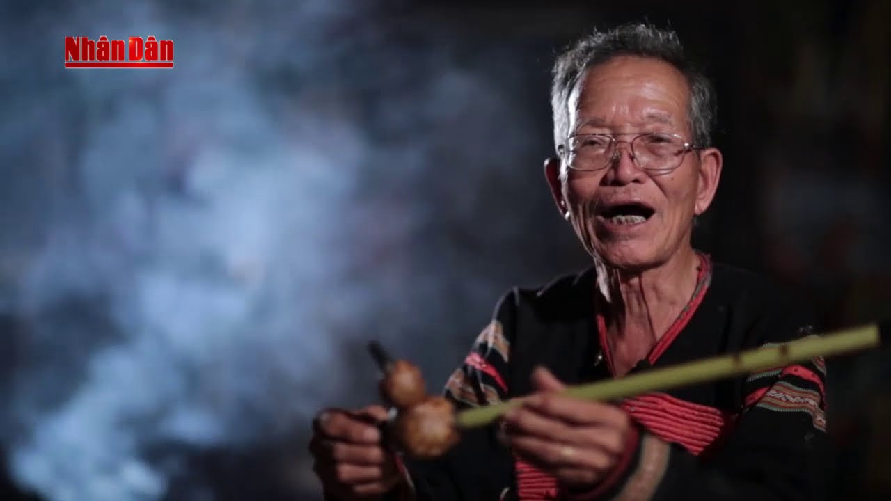 STORY ABOUT LIFE AND WORK OF THE ARTISAN AMA H'LOAN WITH TRADITIONAL BAMBOO INSTRUMENTS