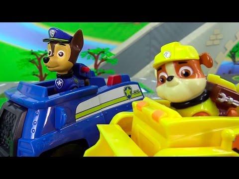 Щенячий патруль мультик из игрушек. Авария на дороге. Ремонтируем машины.