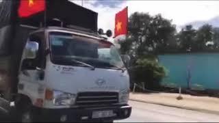 Xe tải ăn mừng viêt nam chiến thắng