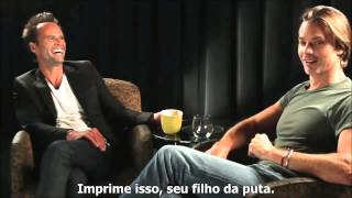 Timothy Olyphant and Walton Goggins funny  Justified talk  Legendado em português  parte 2