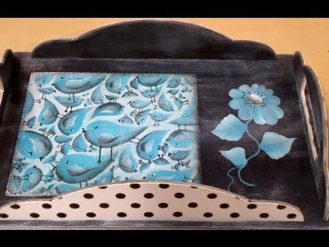 Como pintar con acr licos y stencils bandeja reversible - Decorar madera con pintura ...